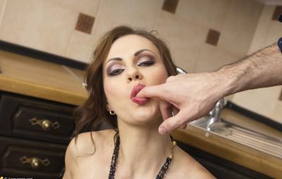 Анал с женой на кухне 8 фото