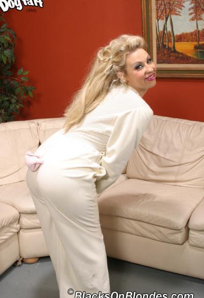 Два негра ебут дырявую блондинку 2 фото