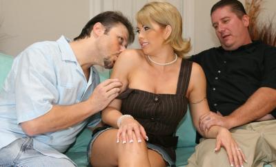 Любовник трахает жену, а муж смотрит 2 фото
