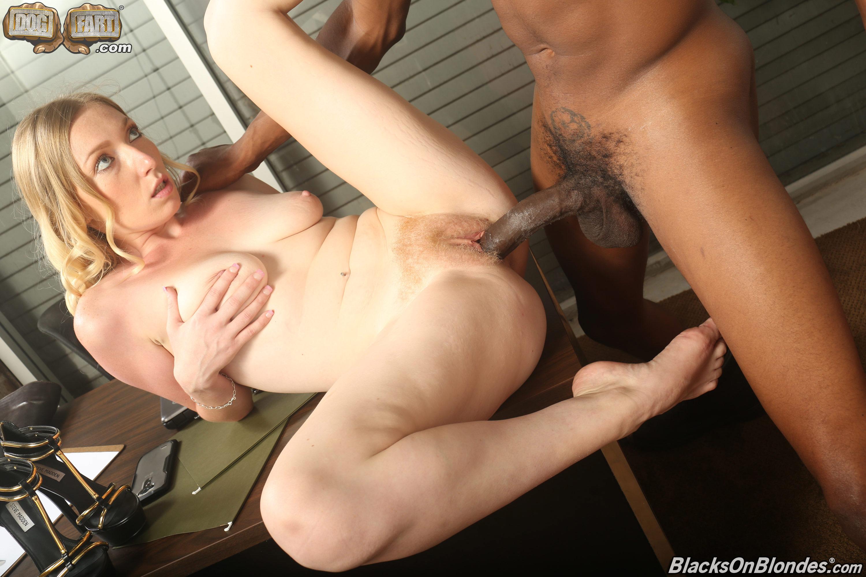 Негр кончил в блондинку порно фото
