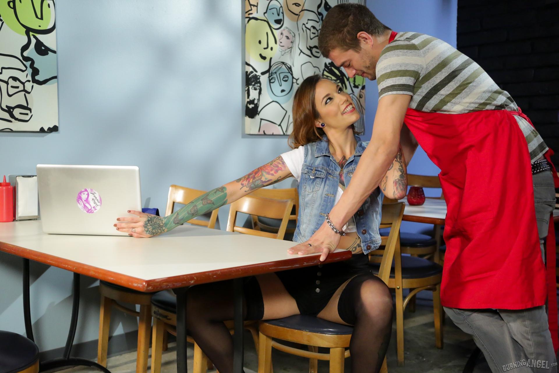 Смотреть секс с официантом — img 14