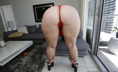 Девушка с большой сочной жопой 3 фото