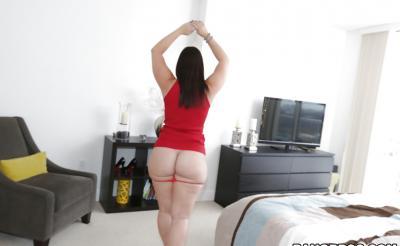 Девушка с большой сочной жопой 9 фото