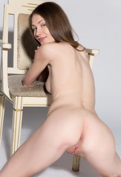 Студентка проходит кастинг на роль порномодели 13 фото