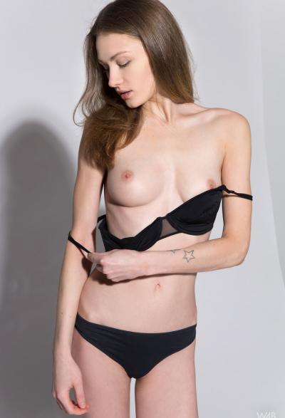 Студентка проходит кастинг на роль порномодели 3 фото