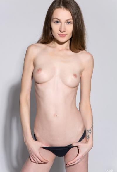 Студентка проходит кастинг на роль порномодели 4 фото