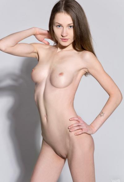 Студентка проходит кастинг на роль порномодели 6 фото