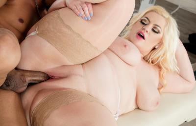 Негр трахает толстую блондинку в чулках 15 фото