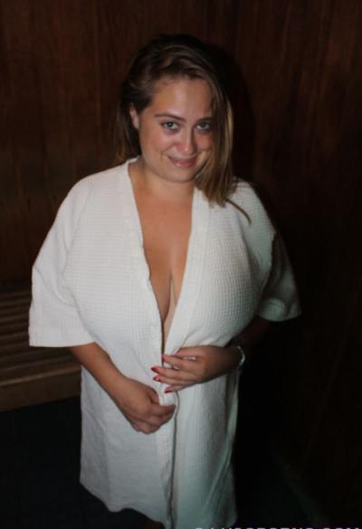 Молодая девушка с пухлыми огромными сиськами 5 фото