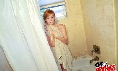 Рыжая девушка трахается после душа 2 фото