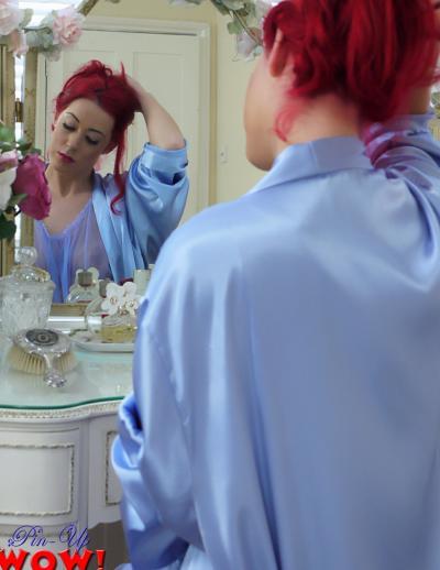 Рыжая девушка в прозрачном халате и трусиках 1 фото