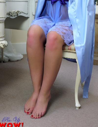 Рыжая девушка в прозрачном халате и трусиках 6 фото