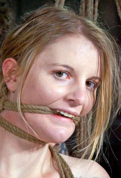 Связанная голая девушка БДСМ 10 фото