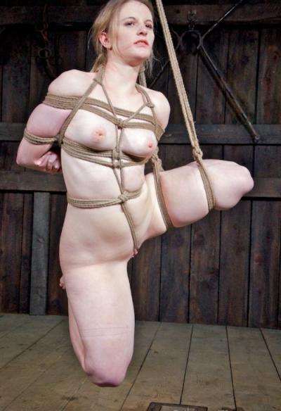 Связанная голая девушка БДСМ 15 фото