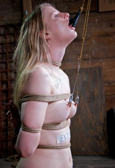 Связанная голая девушка БДСМ 16 фото