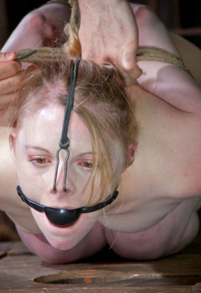 Связанная голая девушка БДСМ 4 фото