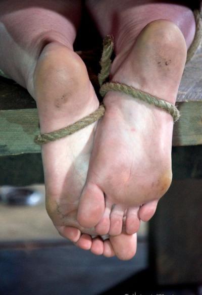 Связанная голая девушка БДСМ 5 фото