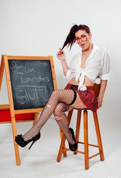 Молодая рыжая училка в чулках и короткой юбке 5 фото