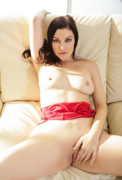 Сексуальная зрелая брюнетка 14 фото