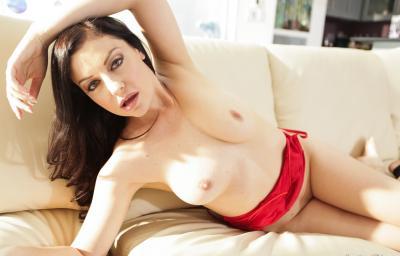 Сексуальная зрелая брюнетка 6 фото