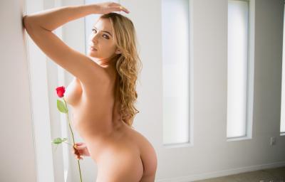 Голая блондинка с большими формами 13 фото