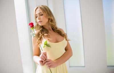Голая блондинка с большими формами 2 фото