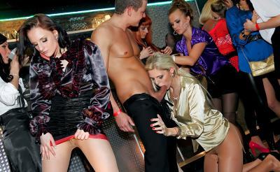 Оргия в ночном клубе 2 фото