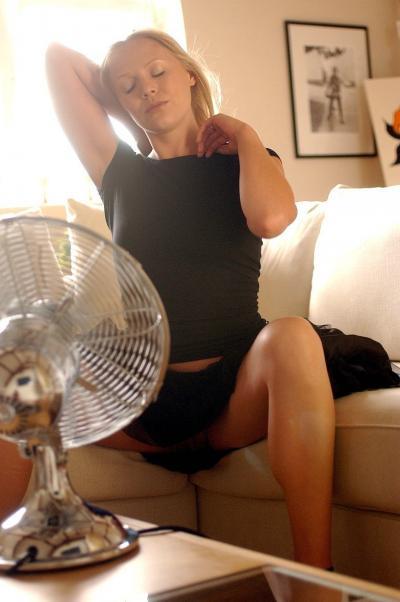 Блондинка проветривает манду 10 фото