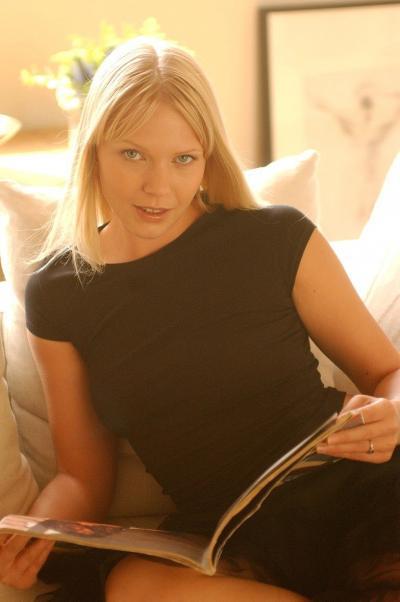 Блондинка проветривает манду 2 фото