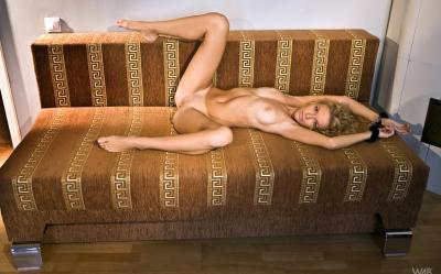 Молодая кудрявая блондинка 6 фото