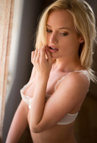 Хрупкая красивая блондинка 1 фото