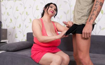 Тренер занялся сексом с сисястой милфой 12 фото