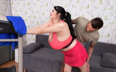 Тренер занялся сексом с сисястой милфой 5 фото