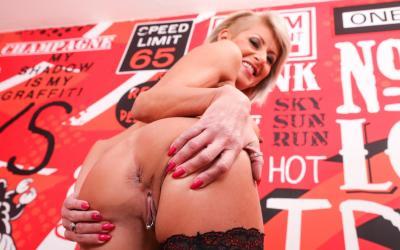 Зрелая шлюха Cathie E трахнулась в жопу 6 фото