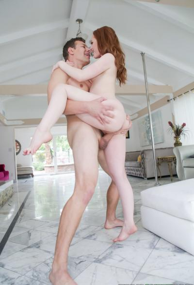 Секс с молодой рыжей красоткой Ella Hughes 16 фото