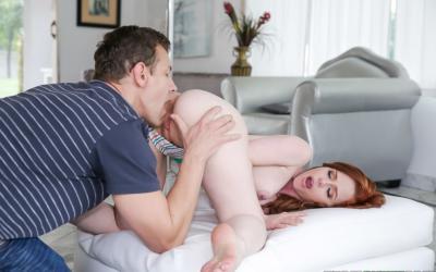Секс с молодой рыжей красоткой Ella Hughes 8 фото