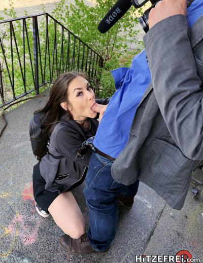 Молодая брюнетка Lullu Gun занялась сексом на улице 11 фото