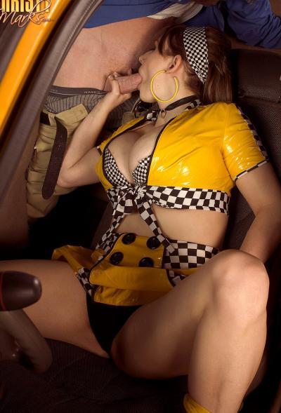 Работница такси вместо оплаты взяла член в рот 4 фото
