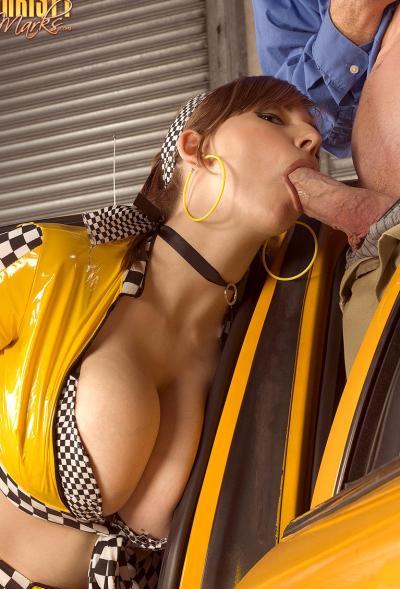 Работница такси вместо оплаты взяла член в рот 7 фото